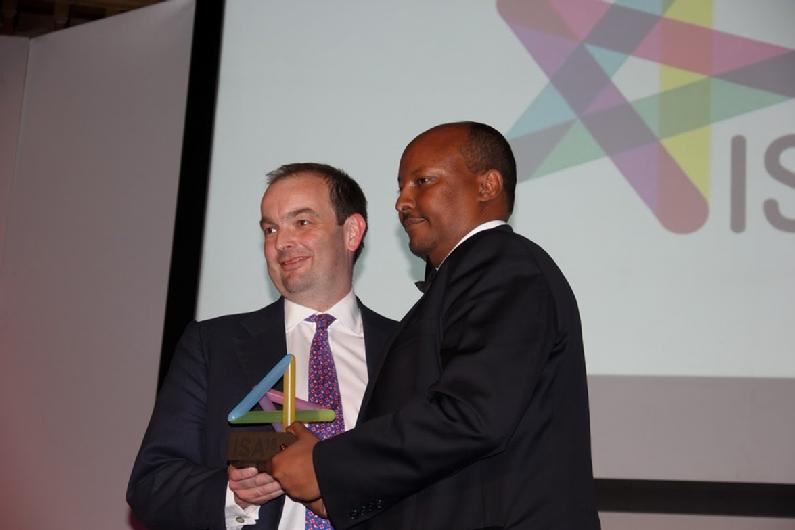 Caption:- Minister for Africa, James Duddridge (Left) Presents Dahabshiil CEO, Abdirashid Duale with the Business of the Year Award
